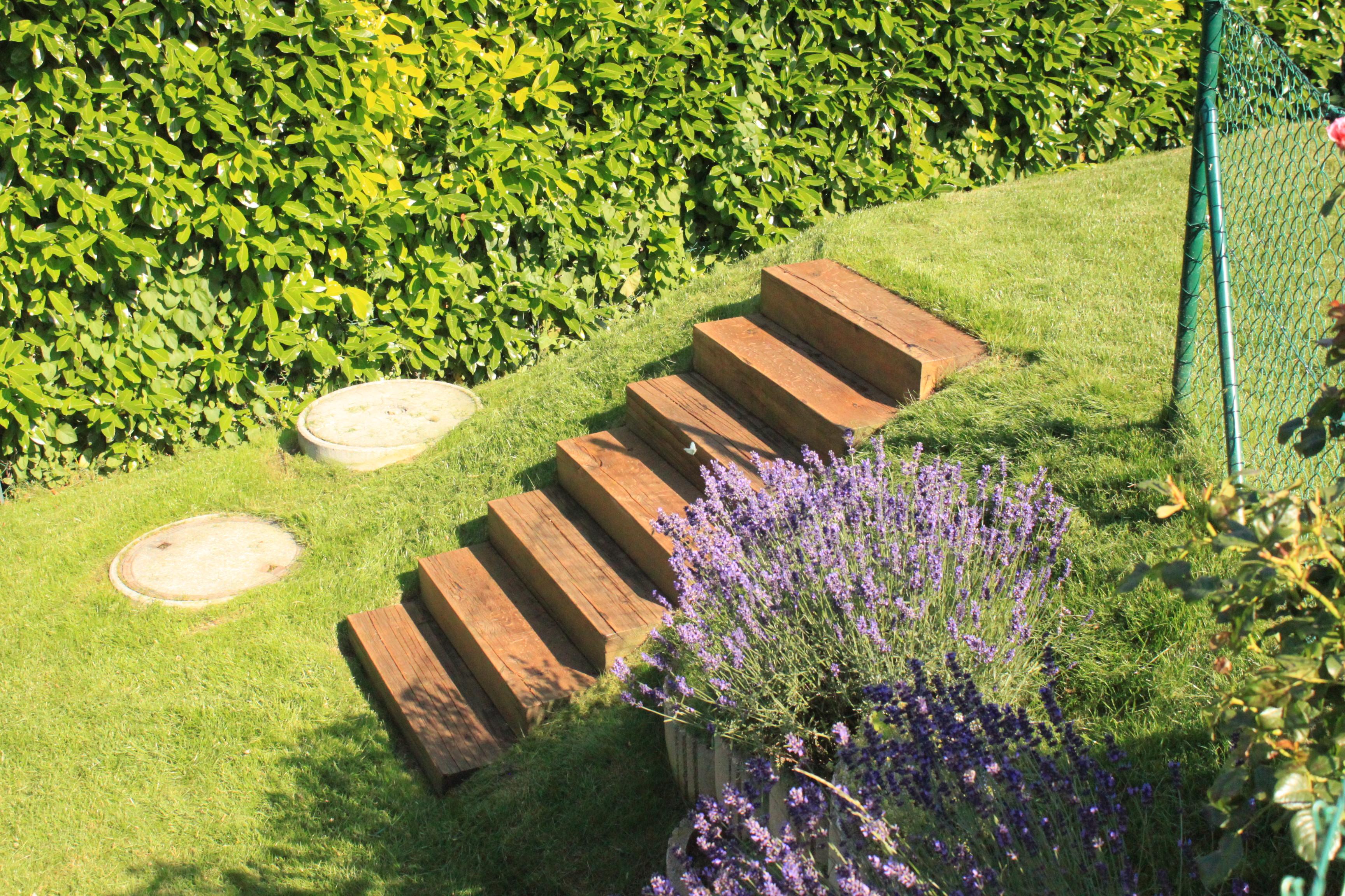 Escalier en poutres de ch ne gibaud jardin for Celosias de pvc para jardin